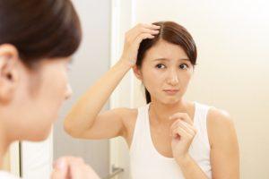 髪のパサつきは静電気が原因