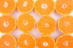明るいオレンジ