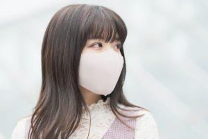 マスクはムレや摩擦で崩れやすい